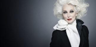 Когда она вышла на подиум, весь зал застыл в восхищении. А ведь женщине уже 85 лет!