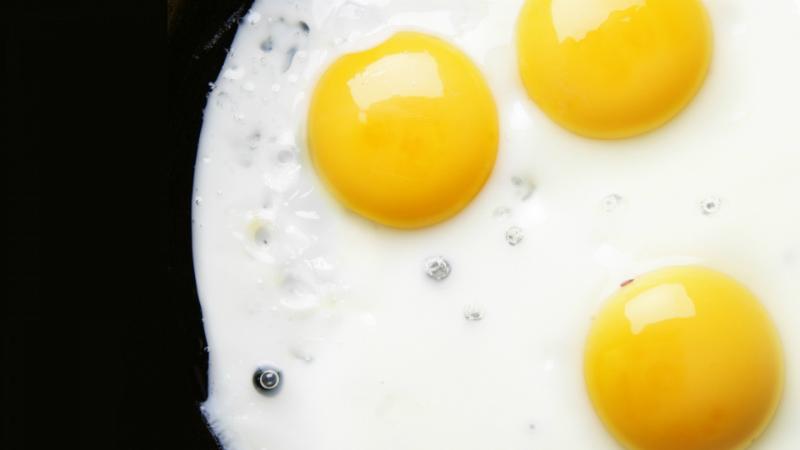 Шеф-повар раскрывает секреты: 12 лайфхаков, которые помогут приготовить яйца по-новому. Ничего себе приемчики!