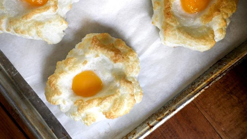 Яйца «Орсини»! Очень вкусно и не избито, прямо яичный пирог. Твои дети будут в полном восторге!