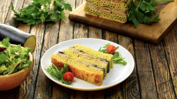 Выложите слоями макароны в форму для хлеба и запекайте в духовке. Очень вкусно и сытно!