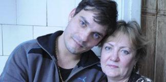 Их сын умер 27 лет назад. Но в один прекрасный день в дверь раздался звонок…