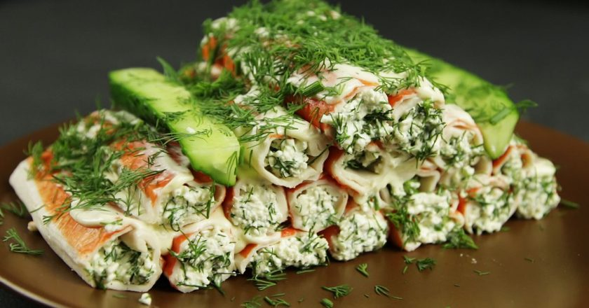 Stuffed crab sticks will give any salad a chance! Test in 2 minutes.