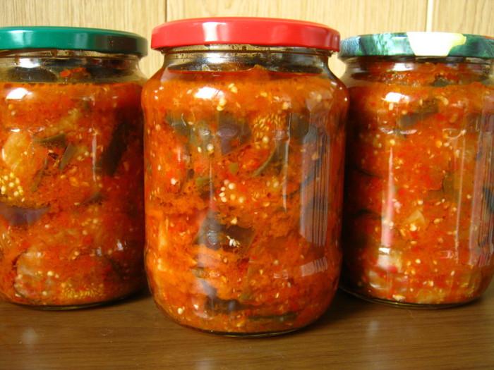 Консервированный салаты на зиму с помидорами