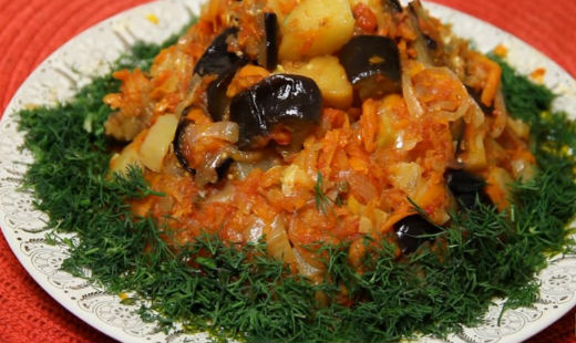 Vegetable stew, recipe with zucchini and eggplant.