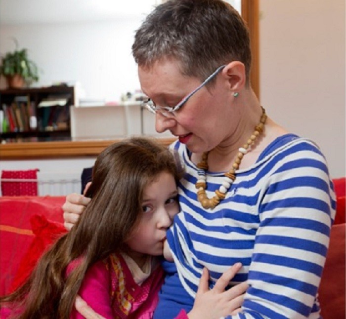 British mother decided to breastfeed her daughter up to 10 years to increase her IQ