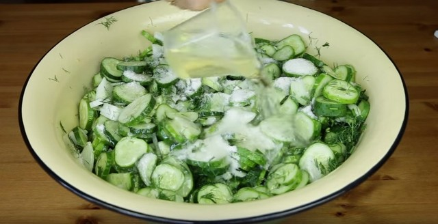 Cucumber salad for winter