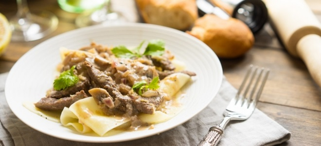 Meat with mushrooms in the oven and a pot - meat recipes in French and in shops