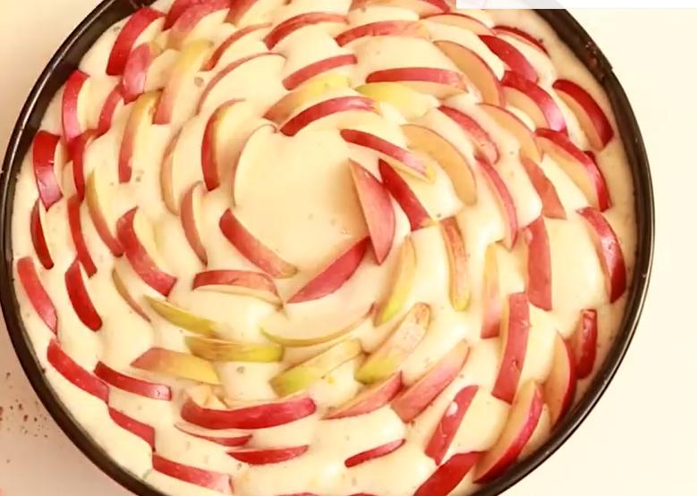 Как сделать шарлотку из яблок фото рецепт