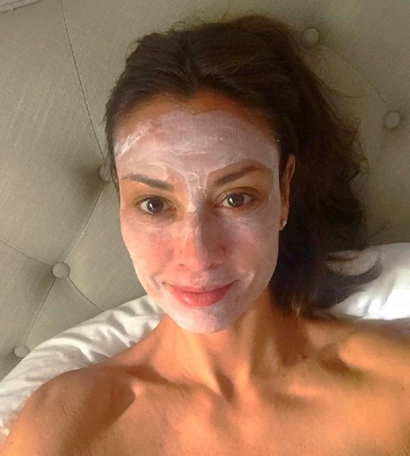 Наношу это под глаза, и утром не нахожу морщин! Заметный эффект после первой процедуры, девочки.