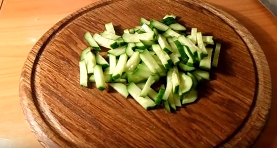 Простой и самый вкусный салат с кальмарами