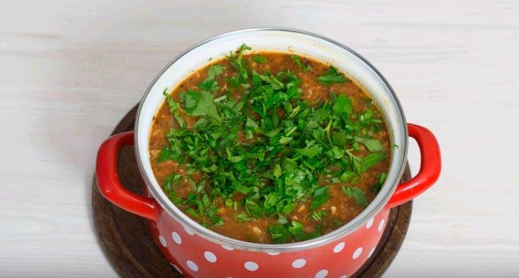 The recipe for cooking kharcho soup at home.