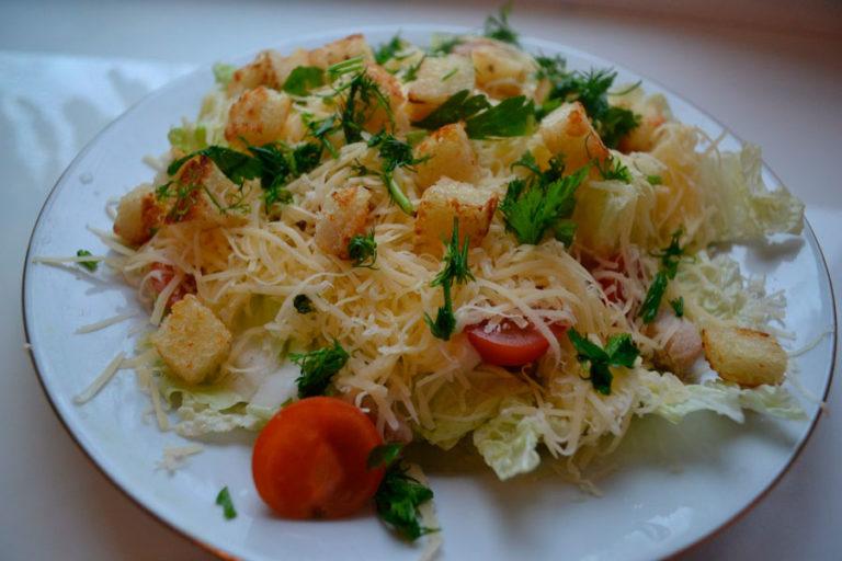 Приготовить салат с пекинской капустой и курицей