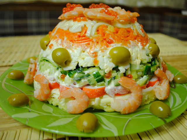 рецепты салатов с креветками и кальмарами и рыбой
