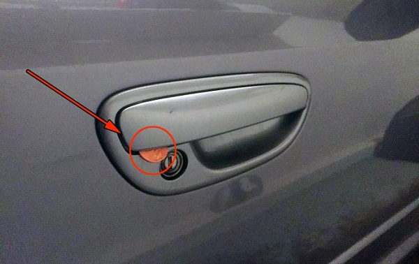 🔝Действуйте немедленно, водители, если заметили монету на двери авто!🔝