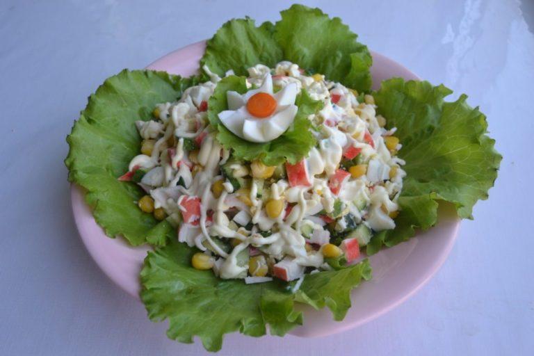 Салат крабовый с рисом и огурцом рецепт с