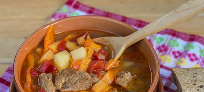 Soup Goulash - recipes in Hungarian, Czech in bread, German and a slow cooker
