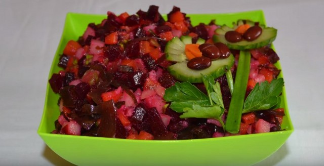 Recipes for a delicious classic vinaigrette with sauerkraut, pickled cucumbers and green peas.