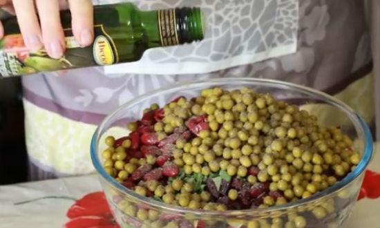 Рецепт винегрета. Очень вкусный, популярный винегрет с квашеной капустой