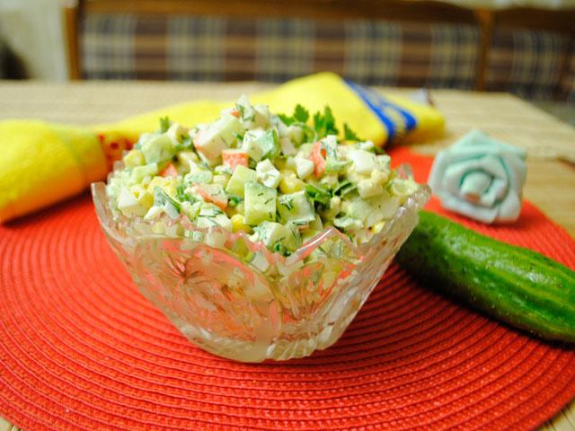 Как сделать крабовый салат с яблоком