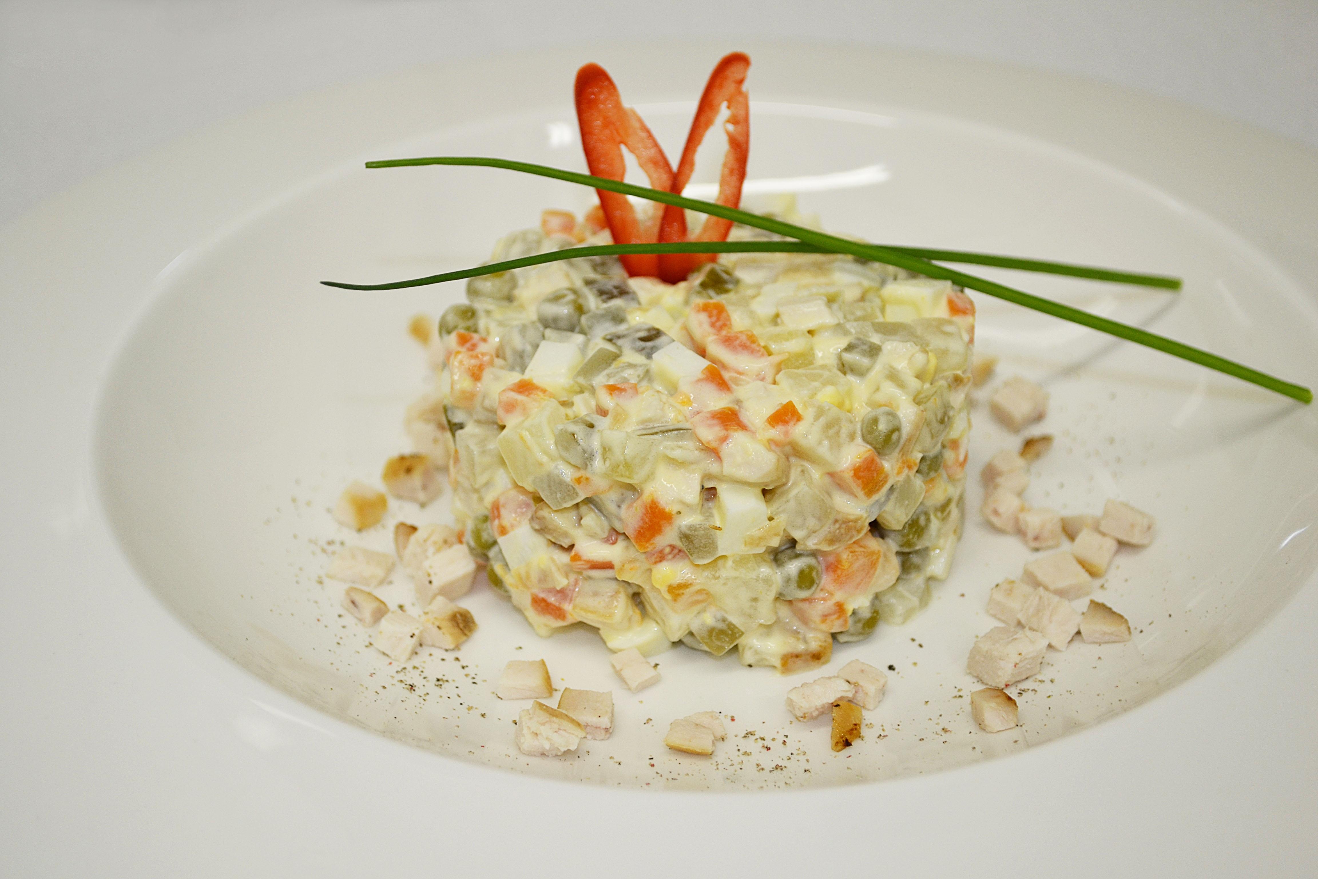Салат оливье классический с мясом