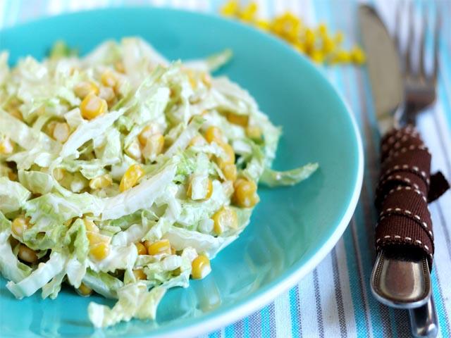 салат с пекинской капустой и огурцом кукурузой