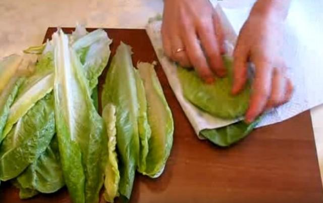 Салаты цезарь с креветками - Новогодние классические рецепты и соус для салата цезарь