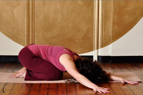 Избавляемся от стресса и устраняем зажимы со спины: позы для расслабления
