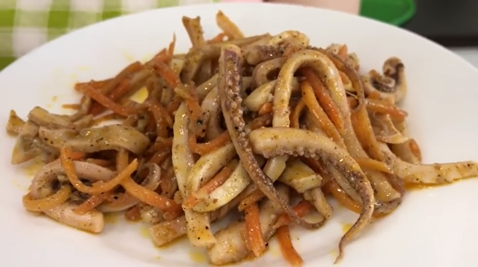 Squid salads - 8 simple and very tasty recipes.