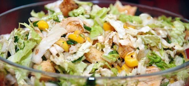 салат из куриной грудки копченой и кукурузы