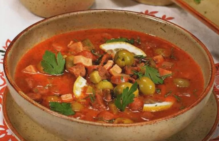 рецепт суп солянка с колбасой и оливками и лимоном
