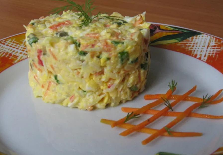 Салат с крабовыми палочками и кукурузой рецепт и рисом рецепт с пошагово