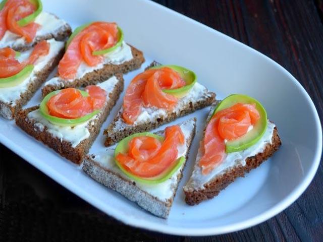 простые и вкусные салаты с красной рыбой рецепты с фото простые и вкусные