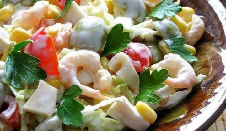 Салат из креветки и кальмарами
