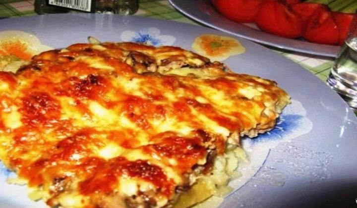 Мясо по-французски с грибами, приготовленное в духовке,рецепты из свинины, говядины, курицы