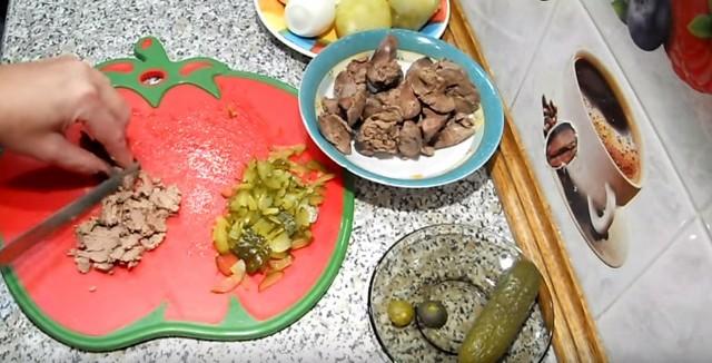 Салат «Собачка» на Новый год 2018, простые и вкусные рецепты приготовления салата