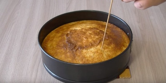 The mana recipes on kefir cooked in the simple and tasty oven.