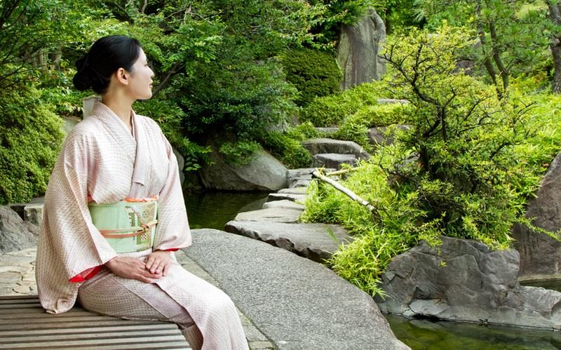 7 упражнений японского целителя Кацудзо Ниши, которые способны творить чудеса с женским организмом