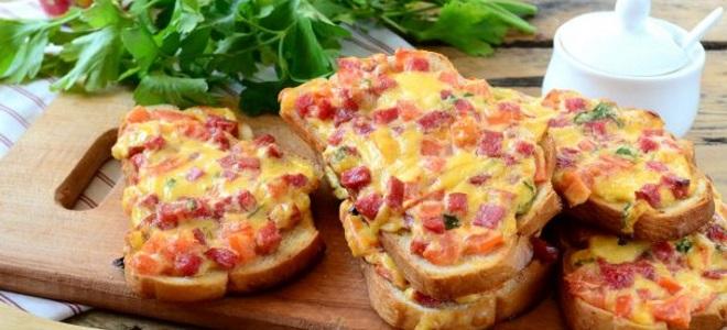 бутерброды с сыром и колбасой в духовке фото