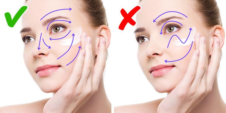 Выбирайте крем на полтона светлее кожи лица, а консилер – с легким светоотражающим эффектом.