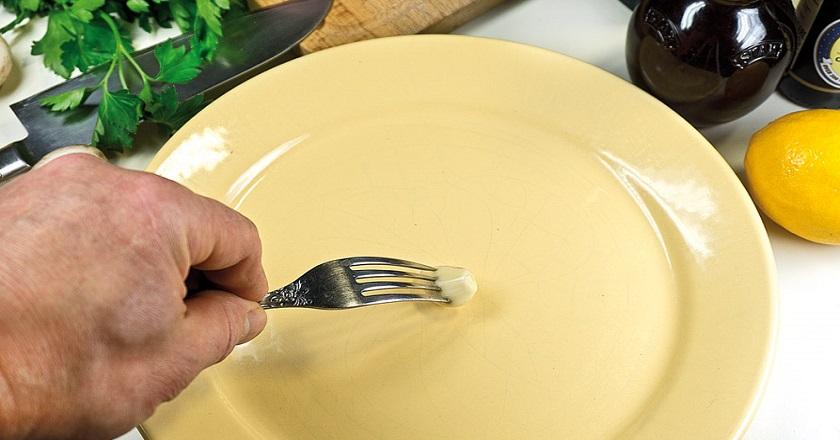 Зачем натирать тарелку чесноком: хитрость, о которой все забыли. И еще 22 полезных лайфхака, которые следует знать каждой хозяйке.