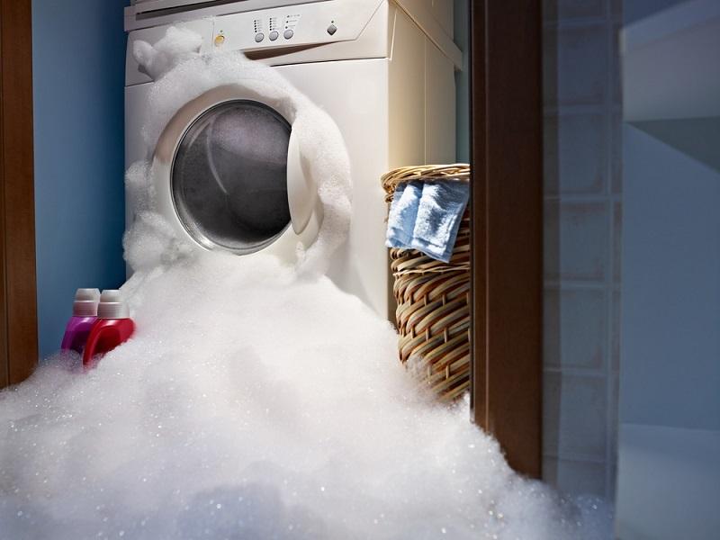 Покупали стиральные машины в один день. Сестра свою уже выкинула, а моя как новенькая. Мастер рассказал секретный рецепт.