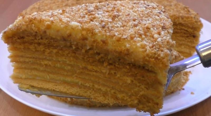 Нарезается как масло и просто тает во рту. Всеми любимый торт «Пчелка». Заваривай вкусный чай и наслаждайся самым вкусным медовиком!