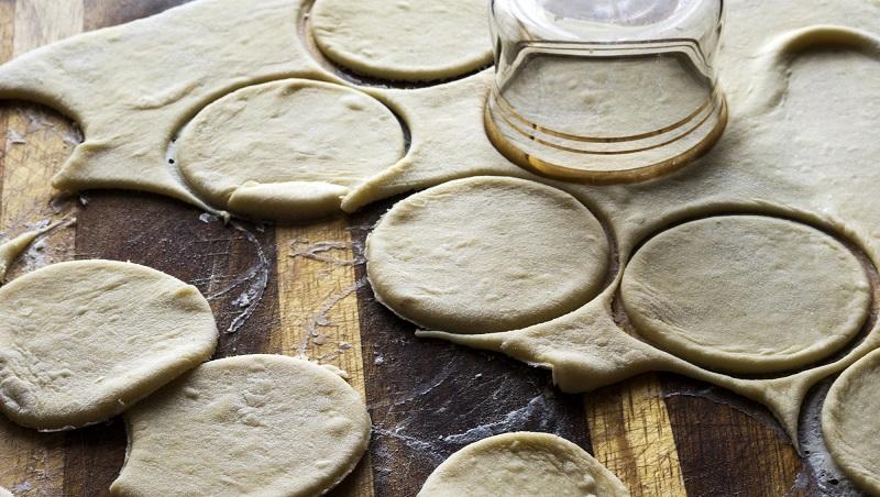 9 частых ошибок. Когда готовите пельмени, хозяйки, не смейте так поступать. Они не дают нам насладиться главным сибирским блюдом.
