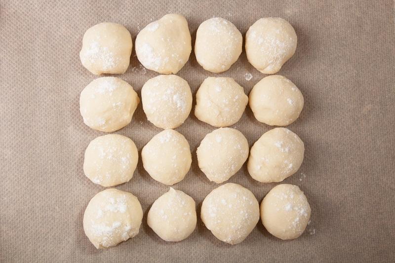 Сырники «Минутка» без яиц и муки: так и не прилипли к сковороде ни разу, чудеса. Сырники нежные, но не расползаются.