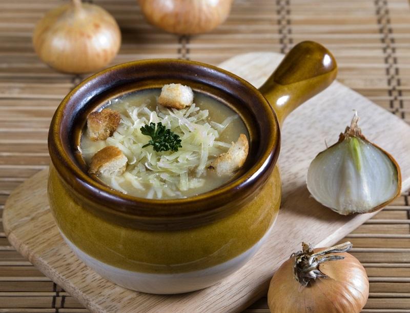 Бросаю луковую шелуху в суп, и вы тоже станете так делать, проворные хозяюшки! Удивительные и малоизвестные свойства лука.