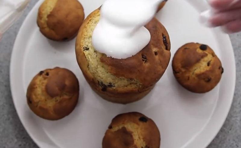Венское тесто, душистое, любимое! Готовлю опару с вечера, а утром замешиваю тесто и выпекаю куличи. Рецепт куличей останется с вами навсегда.