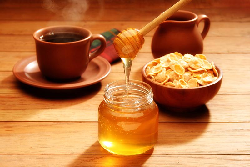 Хоть на ночь, хоть на голодный желудок: творог + мёд = стройность тела и вечная молодость костей. Беру пачку творога, мну вилкой, добавляю туда ложку мёда. С чистой совестью поедаю это лакомство перед сном.