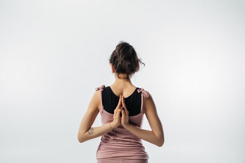 Всё пройдет за 7 минут: одна поза, которая решит проблему напряженных мышц спины. Осанка также улучшится.