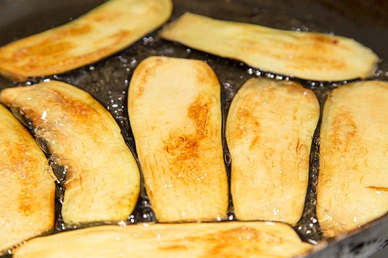 сколько тушить баклажаны на сковороде