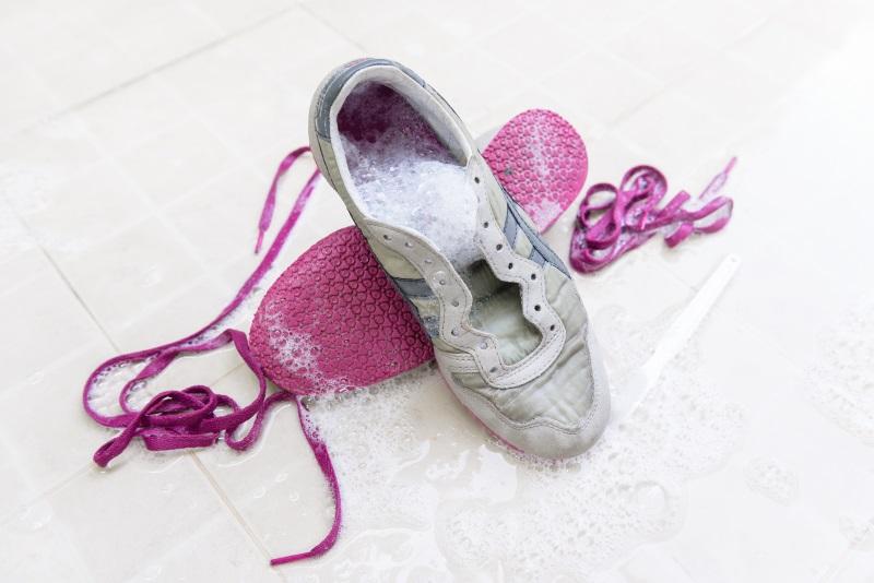 Как правильно стирать обувь в стиральной машинке💠